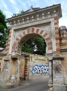 In Odessa bellissimi edificisi alternano a zone di degrado