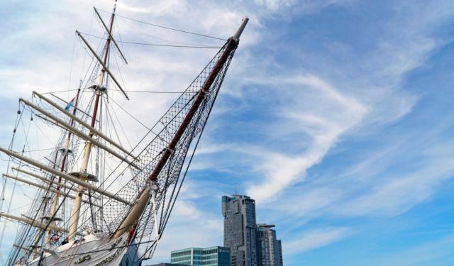 Il veliero Dar Pomorza nel porto di Gdynia