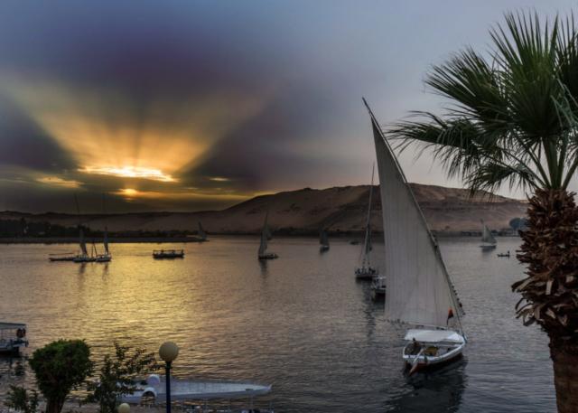 Aswan al tramonto