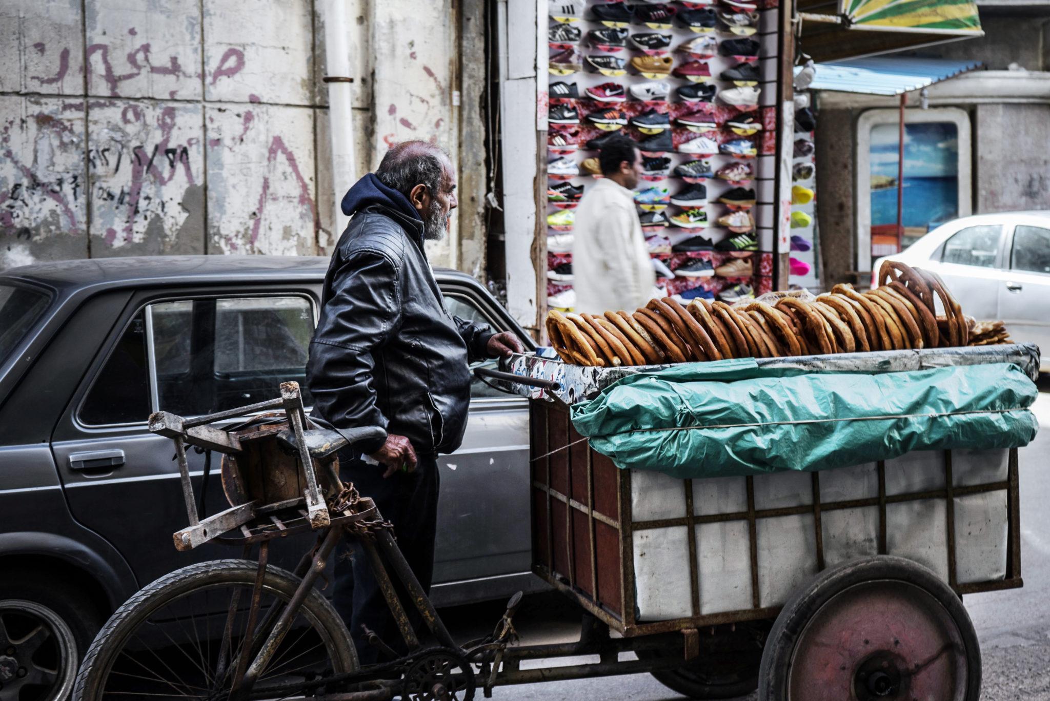 Un venditore di Pretzel egiziane