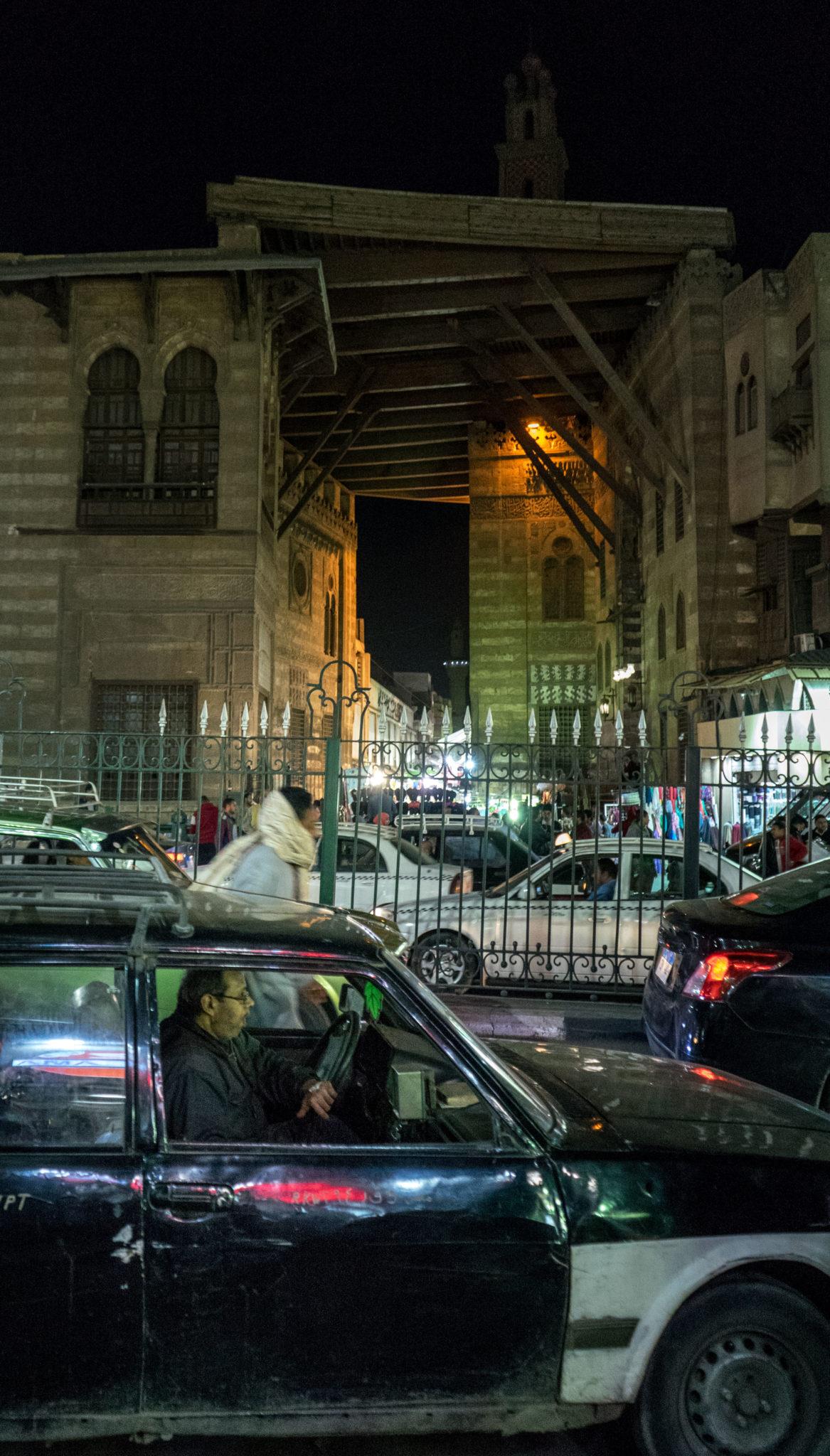 Traffico nei pressi di Khan Al-Khalili