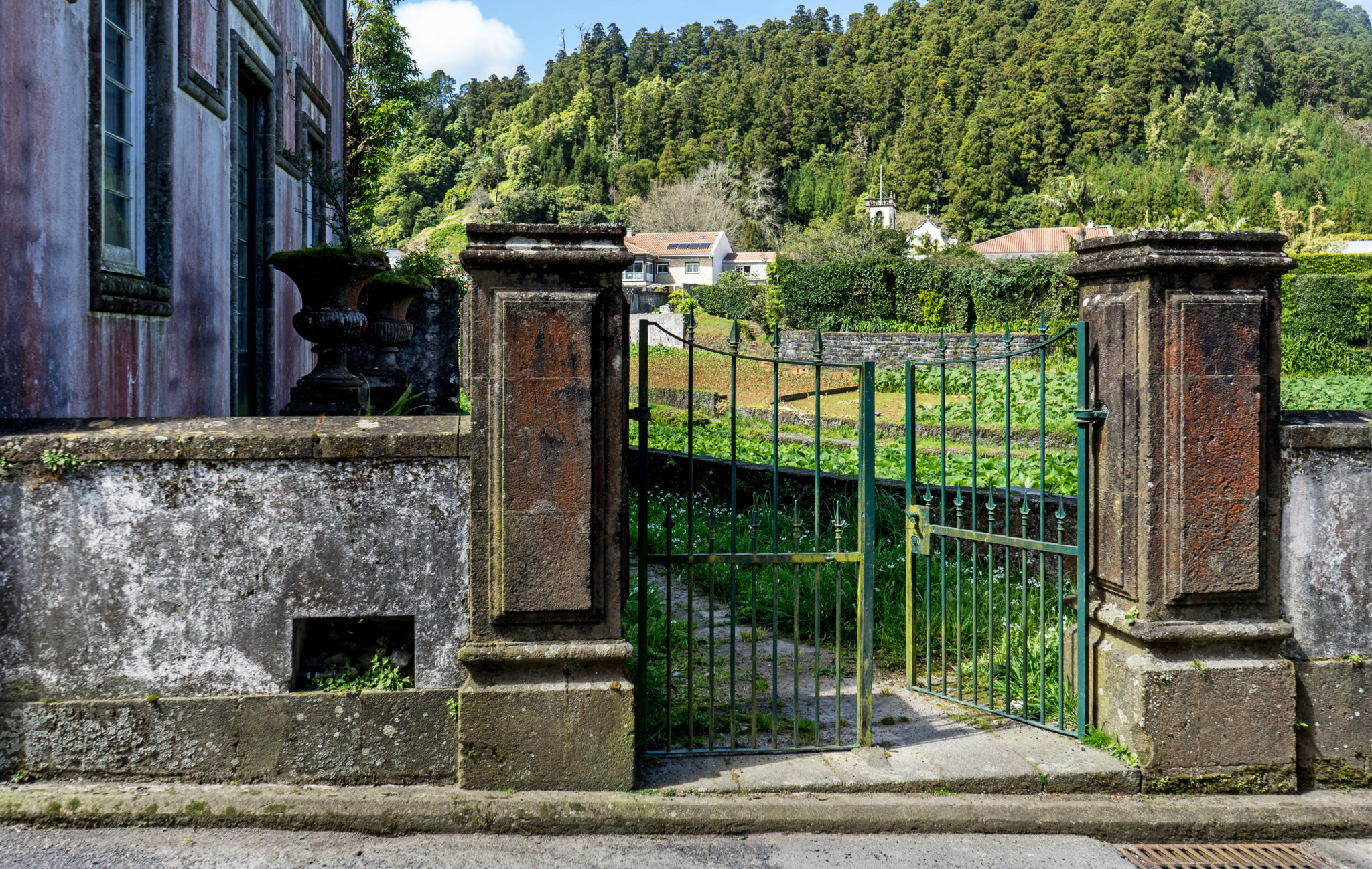 Furnas, cancello