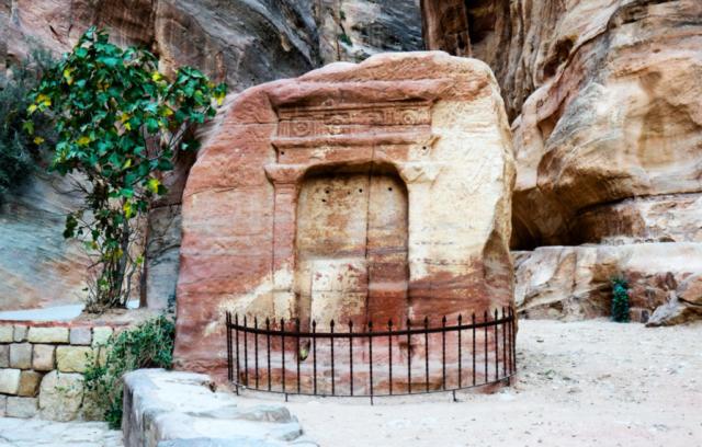 Un portale nella pietra