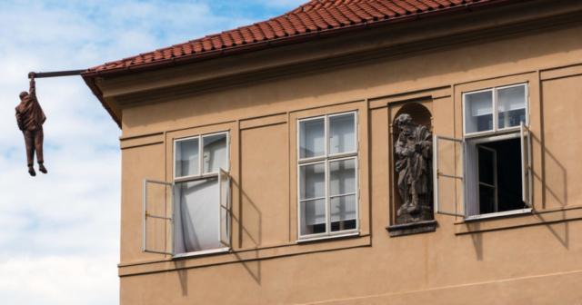 """Statua di Sigmund Freud (ufficialmente """"Zavěšený muž"""", l'uomo appeso)"""